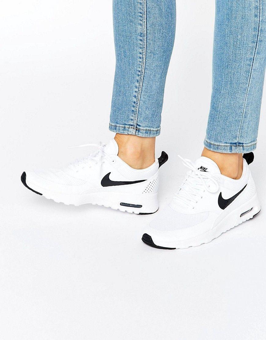 online retailer c75a9 9589b Zapatillas de deporte en blanco y negro Air Max Thea de Nike. Zapatillas de deporte  Air Max de Nike, Exterior de panel de malla transpirable, Cámara de aire ...