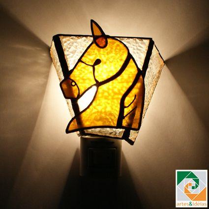 pequena luminária de tomada