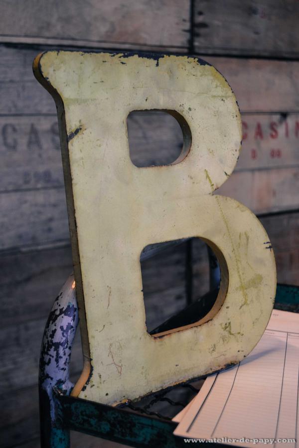 Lettre B en fonte