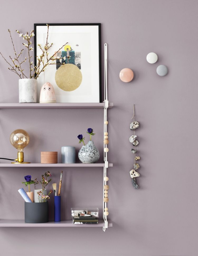 Farbe Mauve Wandregal-Rosa-Bretter-Dekorationen-Vasen