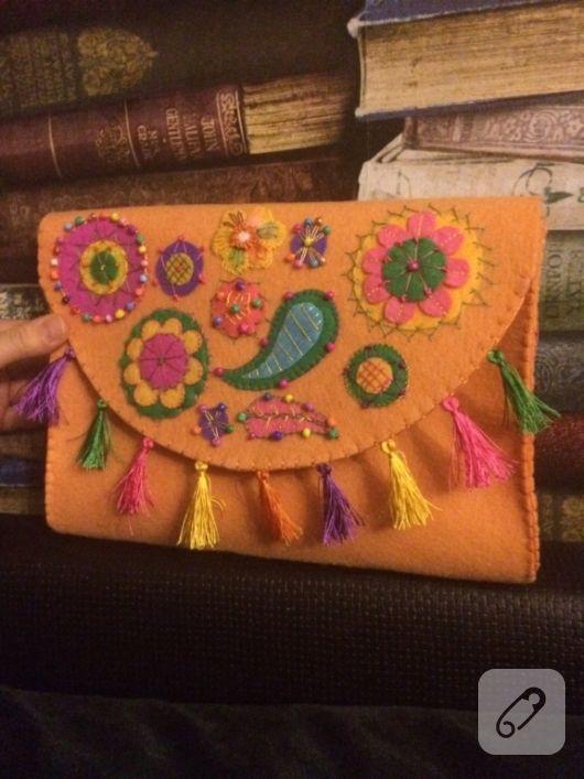 048c4bd4f08a9 keçe clutch çanta turuncu üzeri renkli figürler ve pullarla süslü etnik bir  model. keçeden el yapımı cüzdan, kılıf, portföy ve çanta modelleri, keçe  nasıl ...