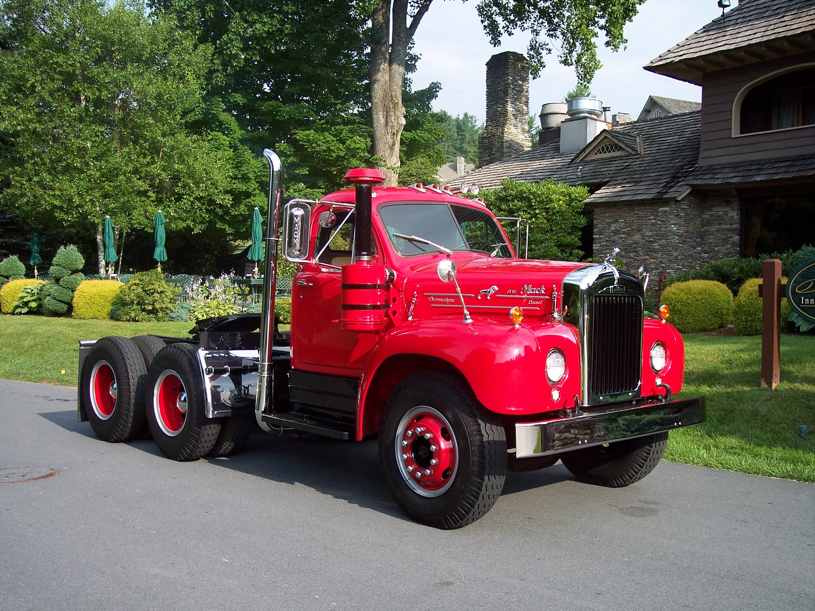 beautiful old mack truck old trucks buses lkw. Black Bedroom Furniture Sets. Home Design Ideas