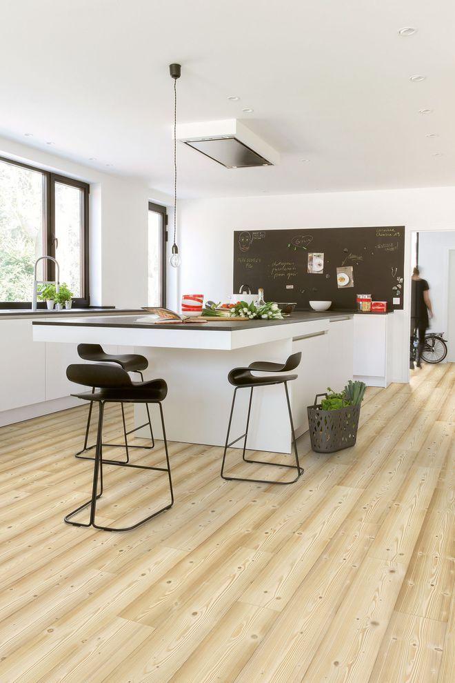 Rebooster la d co de la cuisine avec un sol imitation bois kitchen stratifi revetement sol - Cuisine avec sol parquet ...
