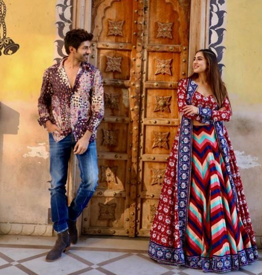 Pin By Alisha Taj On Bollywood Actors Bollywood Dress Sara Ali Khan Bollywood