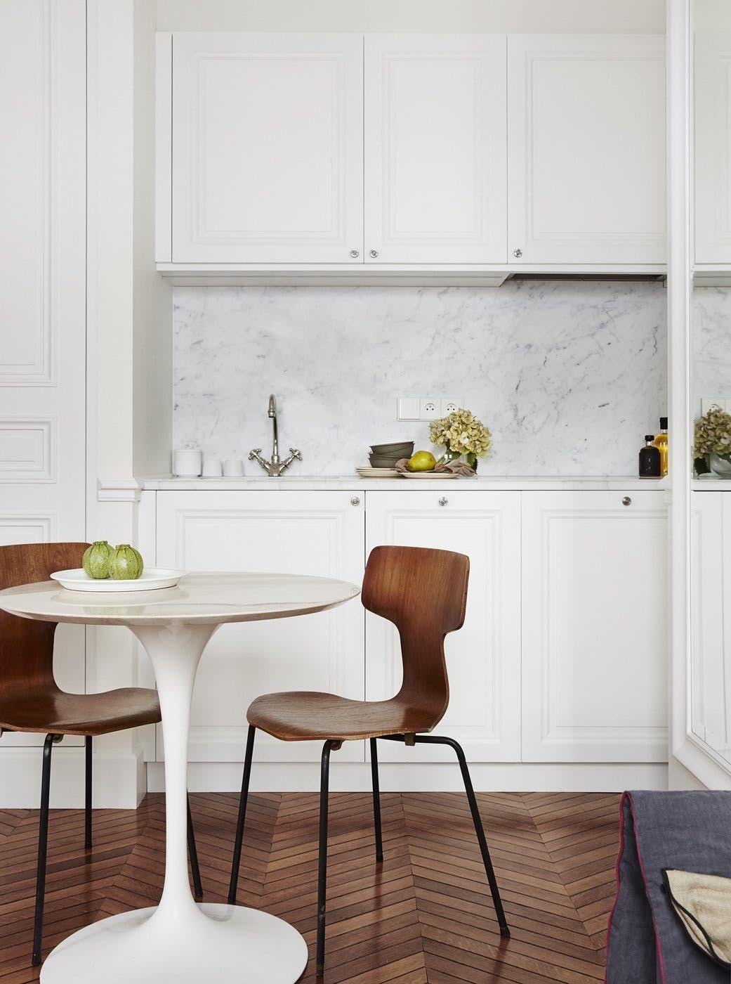 A Small and Stunning Paris Apartment | Paris apartments, Kitchens ...