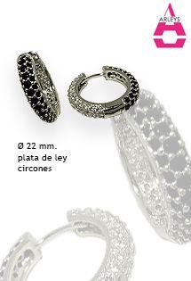 Pendientes de plata de aro de la firma Arleys Jewelry. Plata de ley 925 milésimas altamente pulida y rodiada. Con circonitas negras engastadas. Alta joyería en plata. Diámetro de 22 milímetros.
