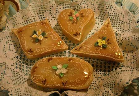 Dainty Italian  almond paste cookies decorated with fine icing recalling the traditons of the Sardinia gold filigree jewlery
