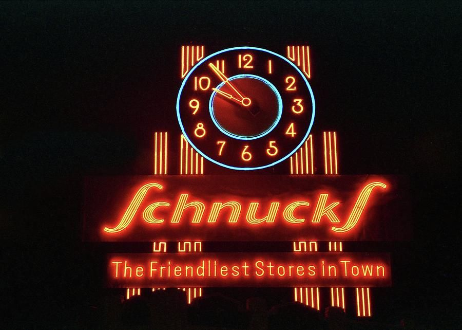 Beautiful View Of The Schnucks Neon Clock 1988 In 2020 Neon Clock Schnucks Neon