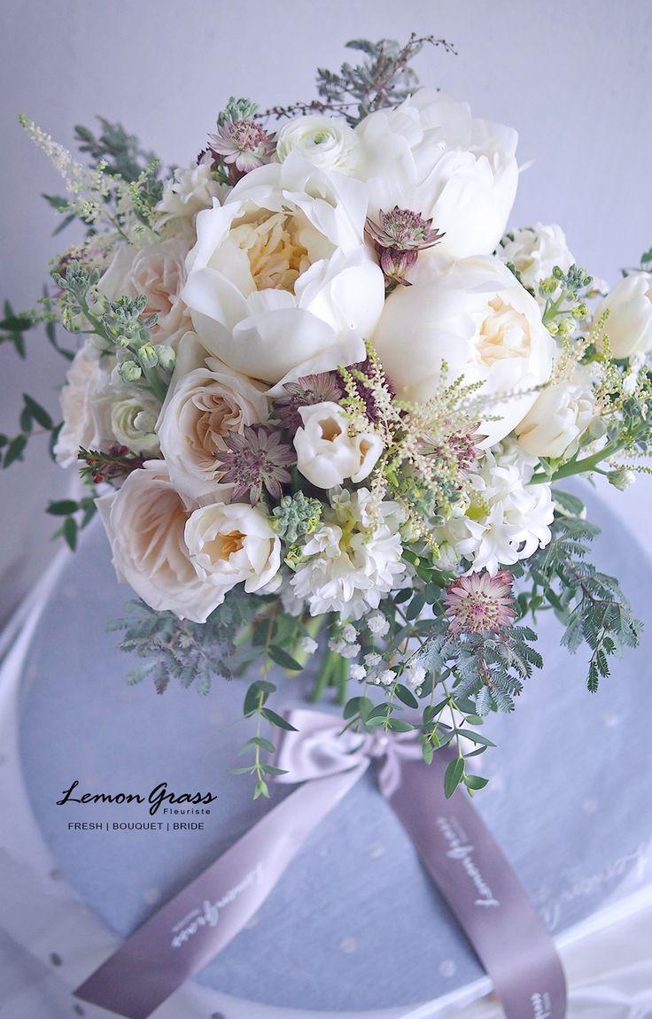 Bouquet Sposa Uno O Due.Uno Bouquet Sposa Stupendo Con Peoniebianche Roseinglesi
