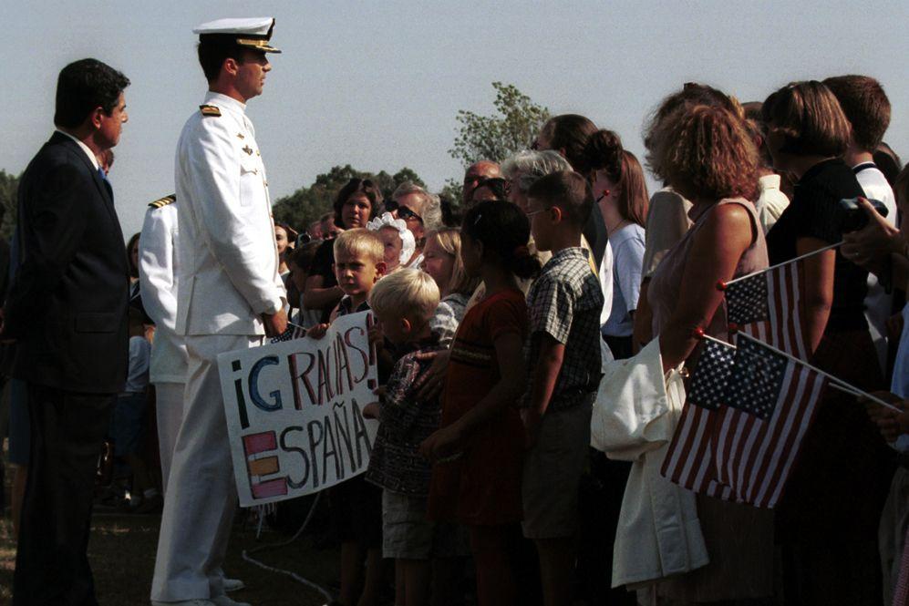16/09/2001. El Príncipe de Asturias en un homenaje a las víctimas de los atentados del 11-S en la base militar de Rota.