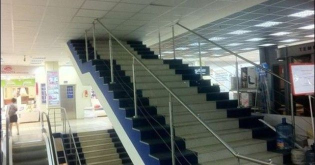 20 Hilarious Times Construction Projects Didn T Go As Planned Construction Fails You Had One Job Stairways