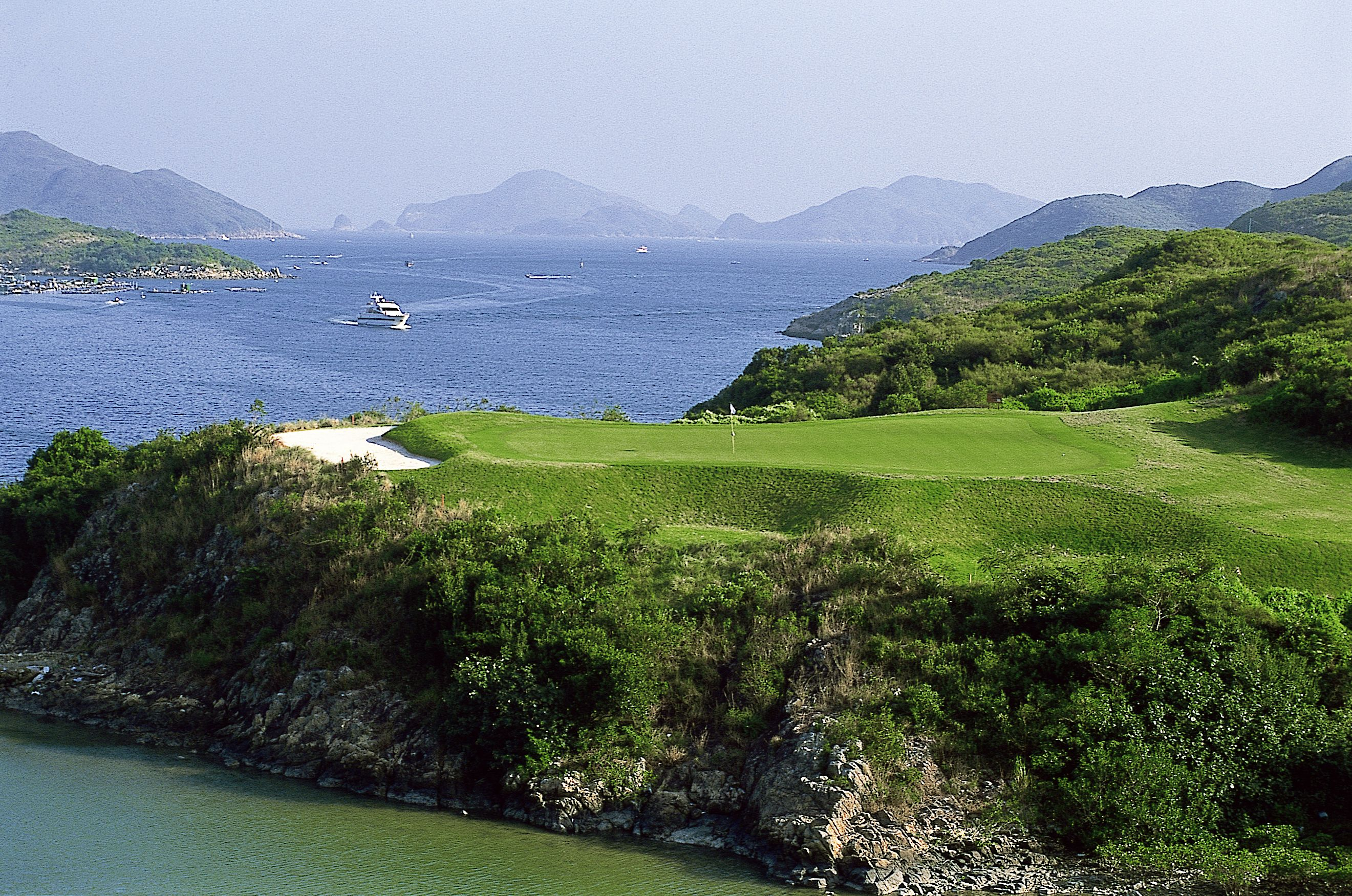 At Kau Sai Chau North Course, China's only public golf course, players enjoy magnificent views of the Sai Kung hills & sea framed landscapes.