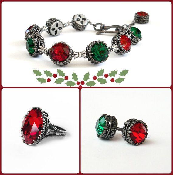Etsy listing at https://www.etsy.com/listing/212725964/christmas-jewelry-set-red-bracelet-green