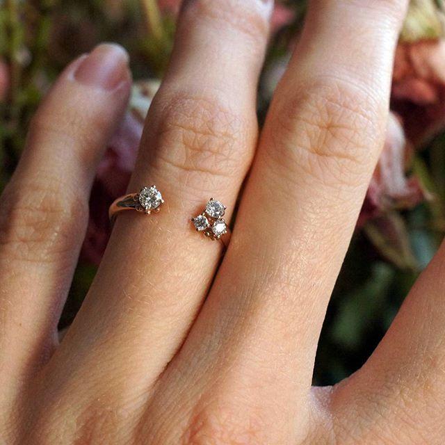 То самое колечко из розового золота с четырьмя бриллиантами! Любим и вспоминаем❤️ / / / / / / #firmasmog #Ampersandrings #jewelry #jewellery #украшение #подарок #jewelrygram #jewels #jewelery #instajewelry #gemstones #bling #blingbling #stone #stones #accessories #fashionjewelry #gold #silver #ручнаяработа #бриллиант#кольцосбриллиантом #обручальныекольцамосква #свадьба2017 #обручальныекольца #предложение #кольцодляпомолвкиfirmasmog