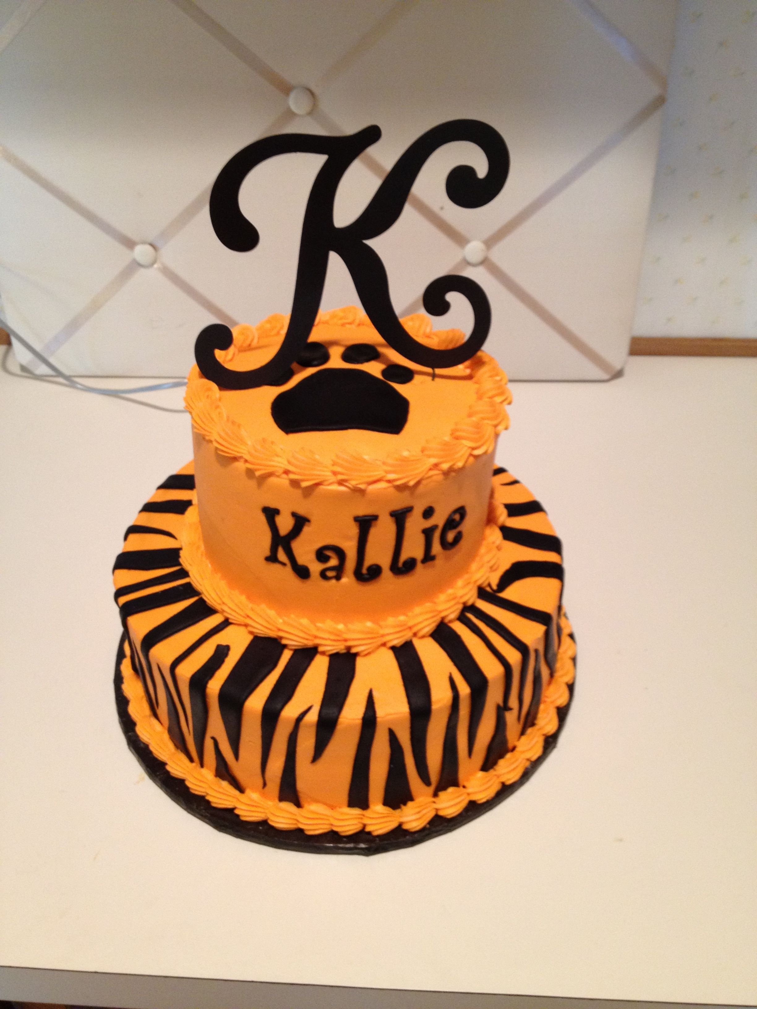 Awesome Tiger Cake With Tiger Stripes Inside Food