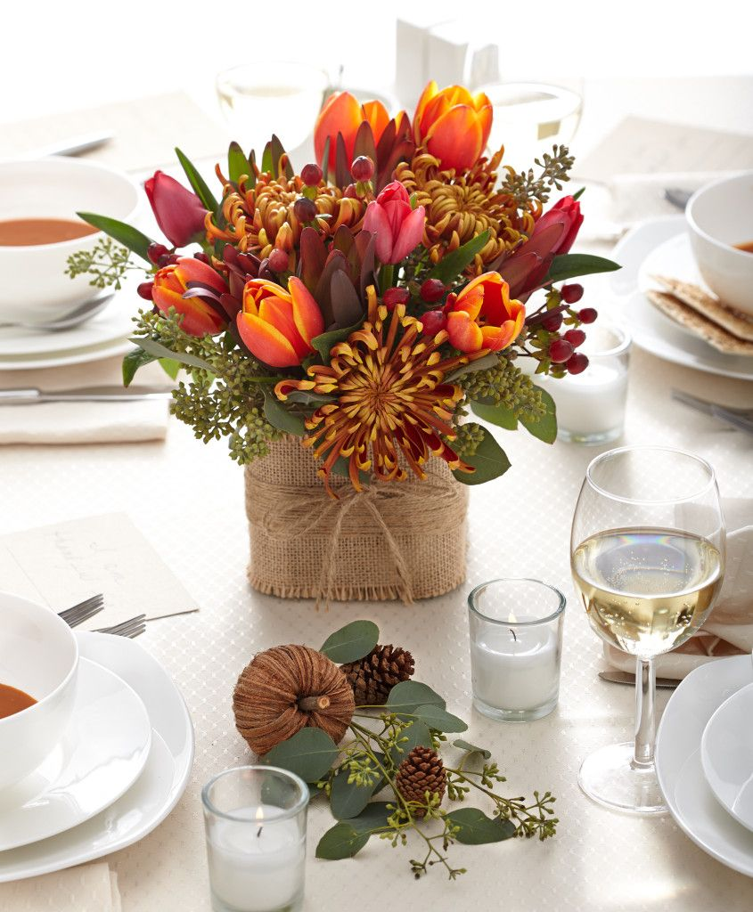 Thanksgiving Table Setting Ideas - Choose a centerpiece that is short and stylish, but also with a seasonal look.