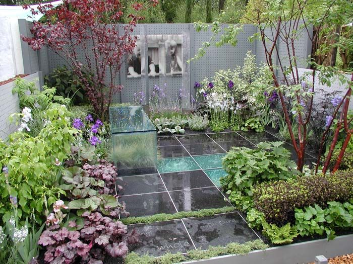 Modern city garden by Ruth Marshall  Chelsea Flower Show 2006. Modern city garden by Ruth Marshall  Chelsea Flower Show 2006