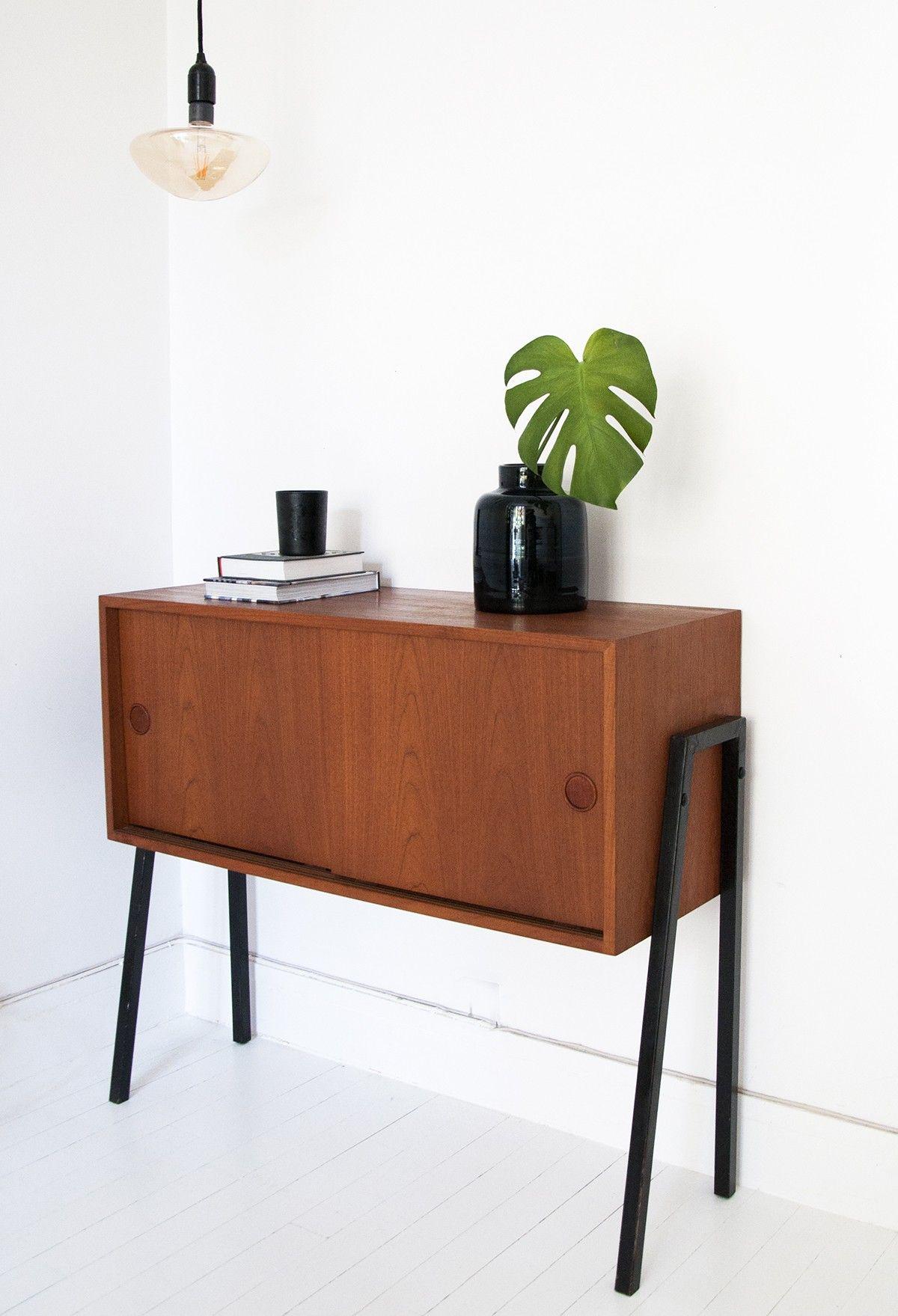 meuble danois petit buffet des ann es 60 fabriqu au. Black Bedroom Furniture Sets. Home Design Ideas
