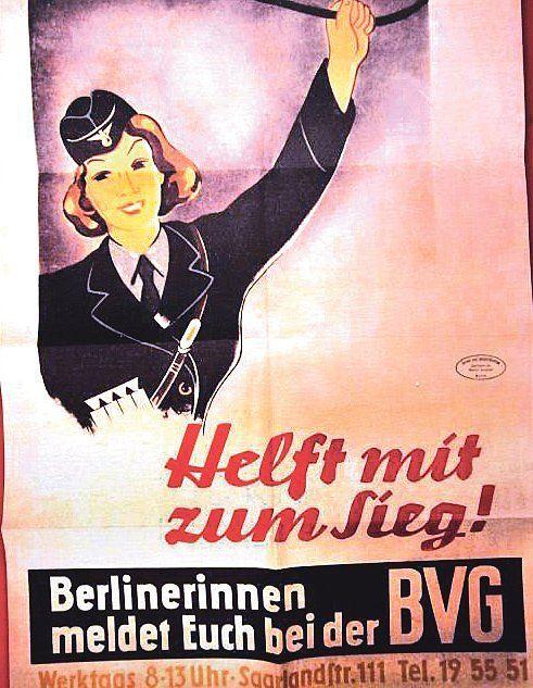 """""""Helft mit zum Sieg!"""": Als der Krieg auch gegen die Sowjetunion losgeht, immer mehr BVG-Männer an die Front müssen, warb 1942 das Verkehrsunternehmen mit solchen Propaganda-Plakaten Frauen an."""