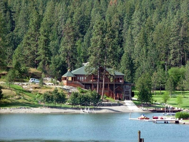 Beautiful coeur dalene waterfront lake river home with