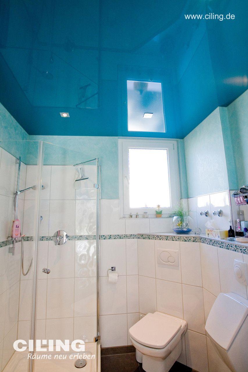 Blaumachen Im Bad Kein Problem Mit Spanndecken Von Ciling Blaue Glanzende Decke Spanndecken Kleine Badezimmer Badezimmer