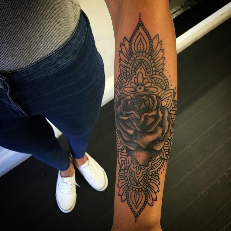 Tatuaggi avambraccio e un\u0027idea con un tattoo mandala di una donna con una  rosa