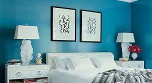 en azul y blanco