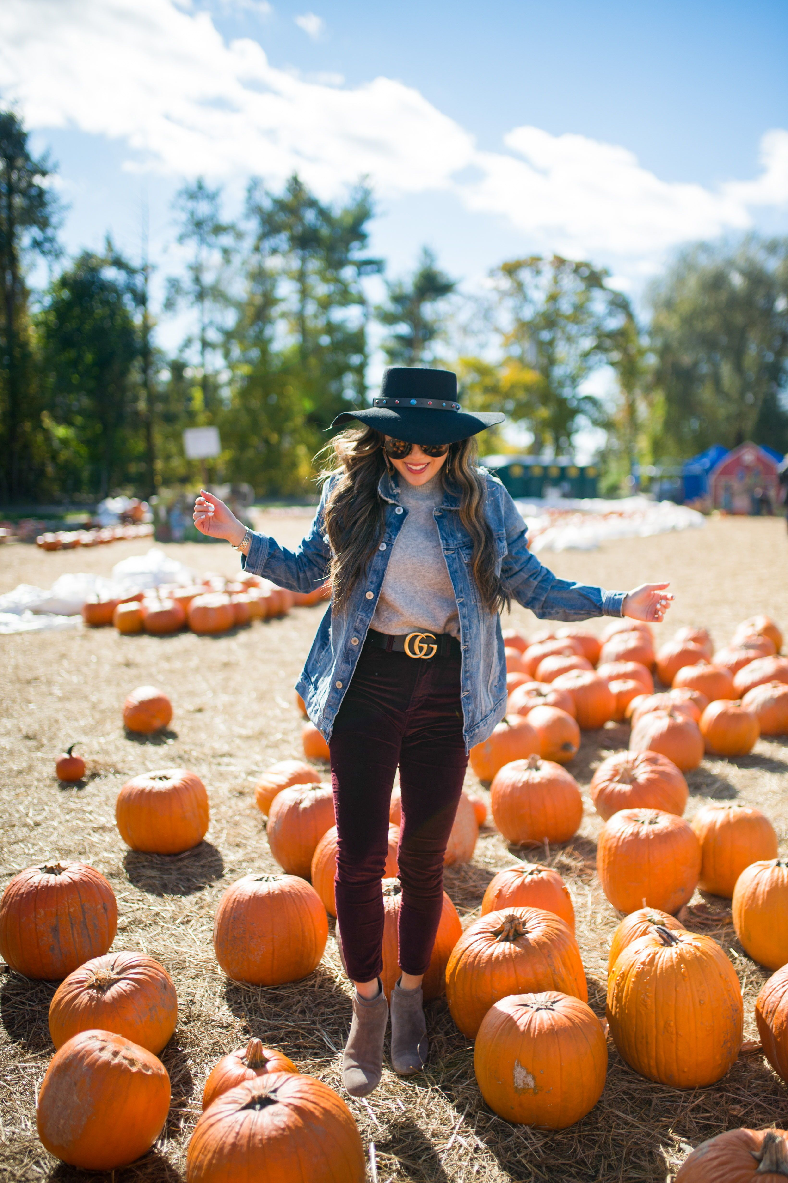 Fall Style | Fall fashion photography | Pumpkin patch outfit fall | Jean jacket outfit fall | Pumpkin patch photoshoot  fall | NYC blogger photo shoot ideas | NYC blogger | Fashion blogger | Fashion photography | Fashion Photographer | NYC photographer | Laurel Creative #pumpkinpatchoutfit