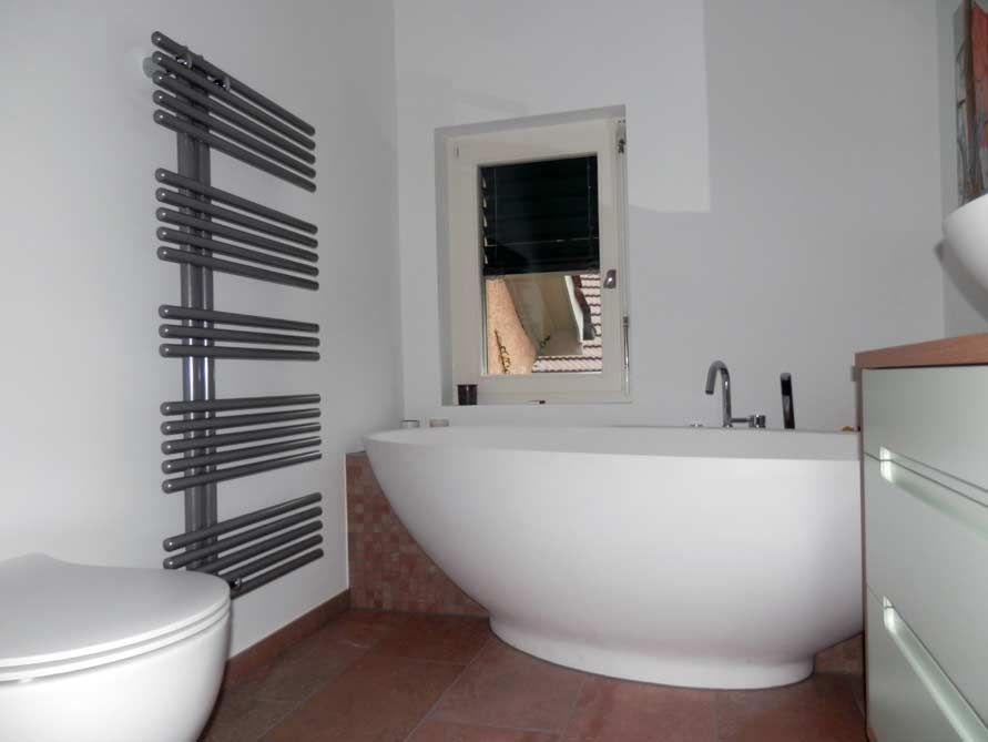 Freistehende Badewanne Barletta aus Mineralguss - Weiß matt oder