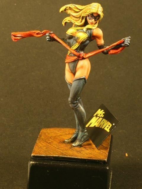 Ms Marvel Model   Die Plastikbases sind dem Kit beigelegt und die werde ich wohl auch ...