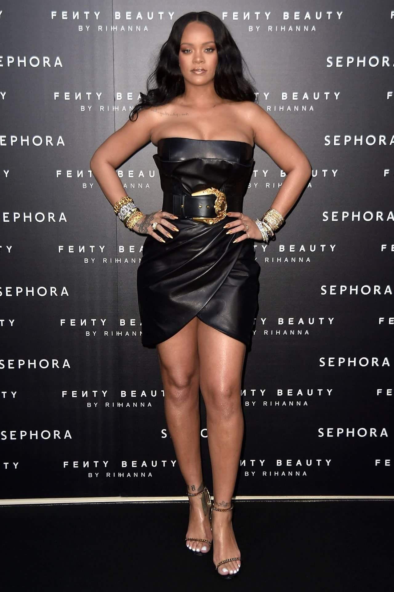 Rihanna yeah gurl hot🔥🔥  3dbaaf348