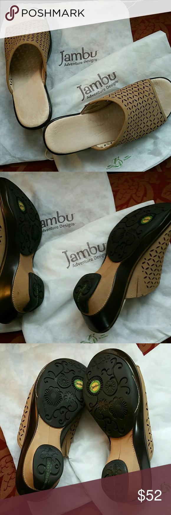 Jambu Fashionable Slip on Sandals Cream sand Jambu slip on sandals worn 3 times jambu Shoes Sandals