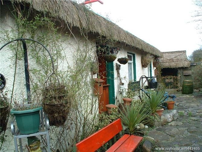 Bijou cottage in a nice little town in Ireland..sigh