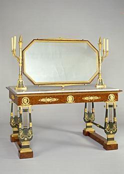 Table de toilette de Joséphine Bonaparte, ca. 1800.