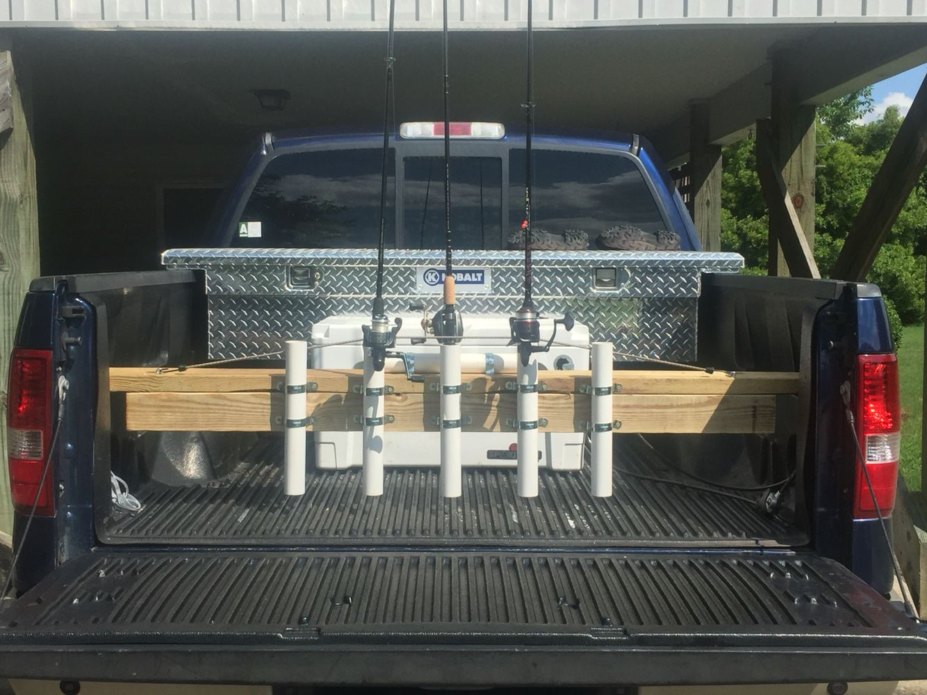 Diy truck bed fishing rod rack holder fishing hacks for Truck bed fishing rod holder