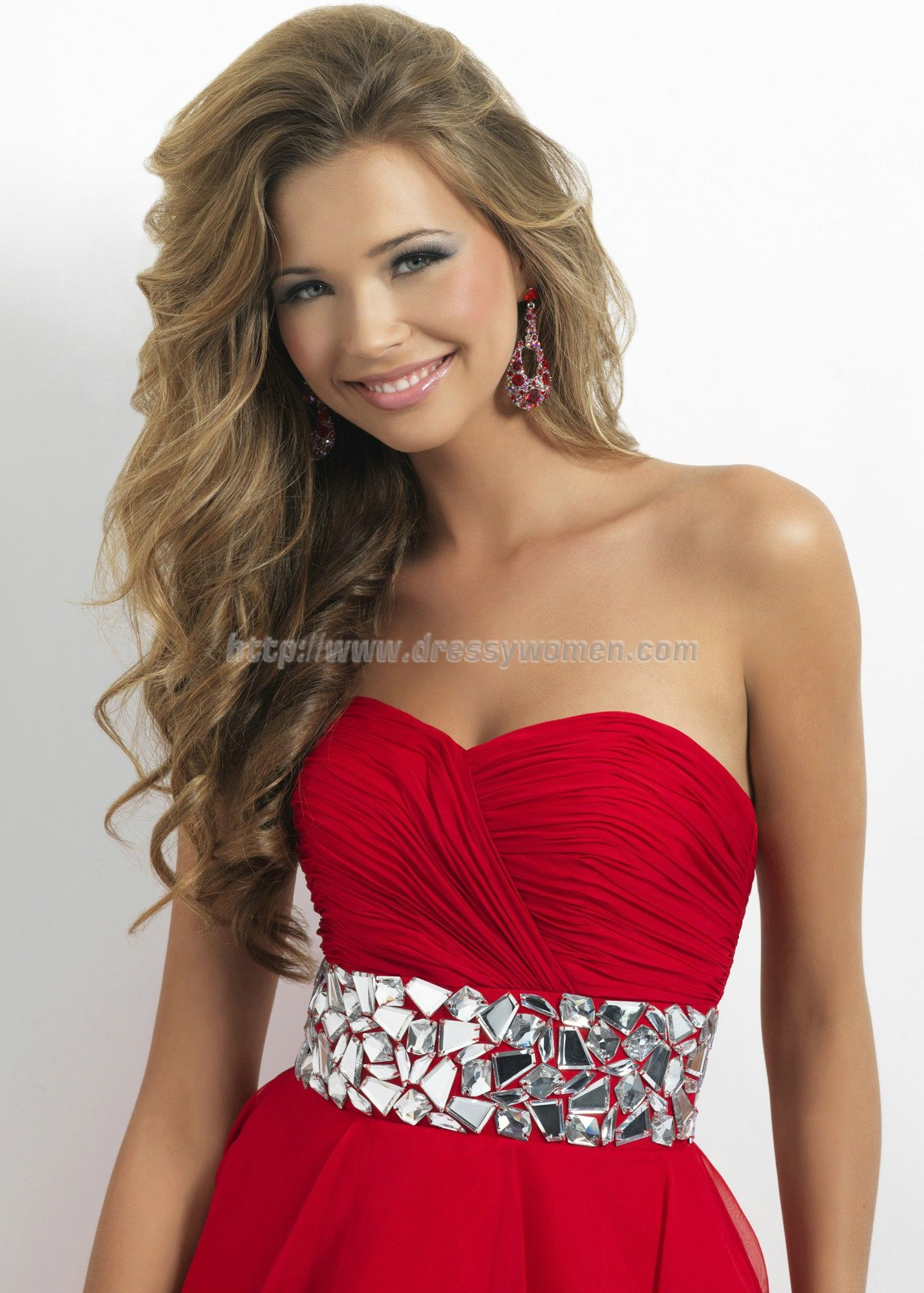 Pretty hair for homecoming long and curled with heavy side part and