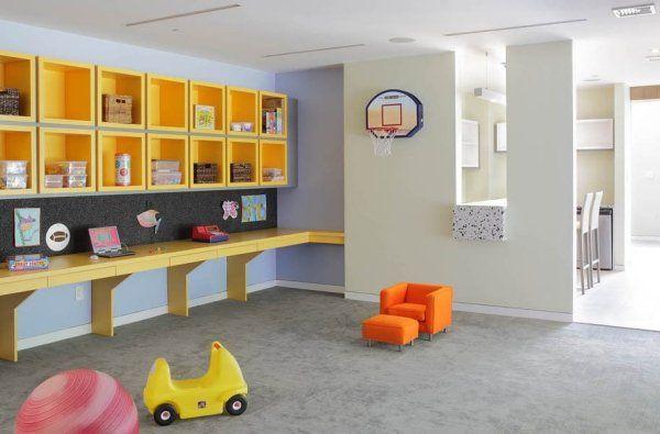 Décoration sous sol avec fenêtres salle de jeux enfants