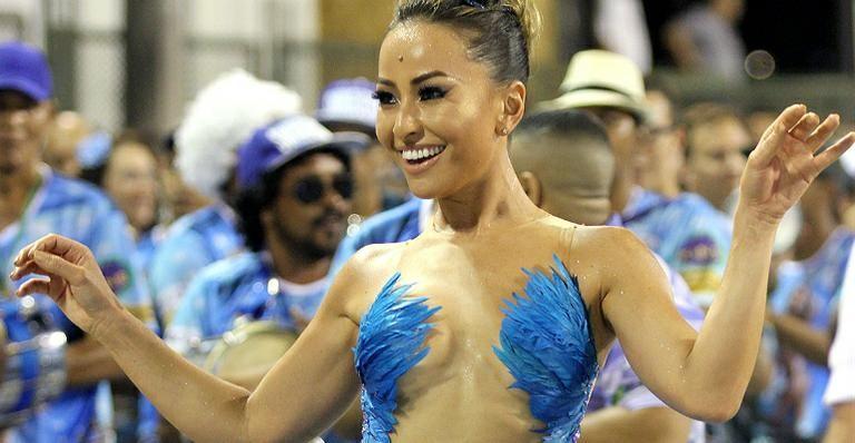 Sabrina Sato abusa da transparência e exibe corpão em ensaio para o Carnaval
