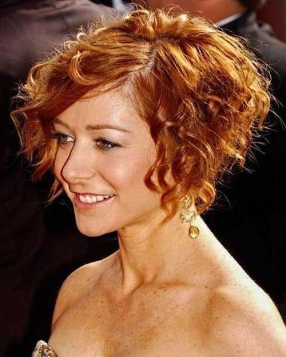 Fraulich - Frisuren für die Frau  Lockige frisuren, Haarschnitt