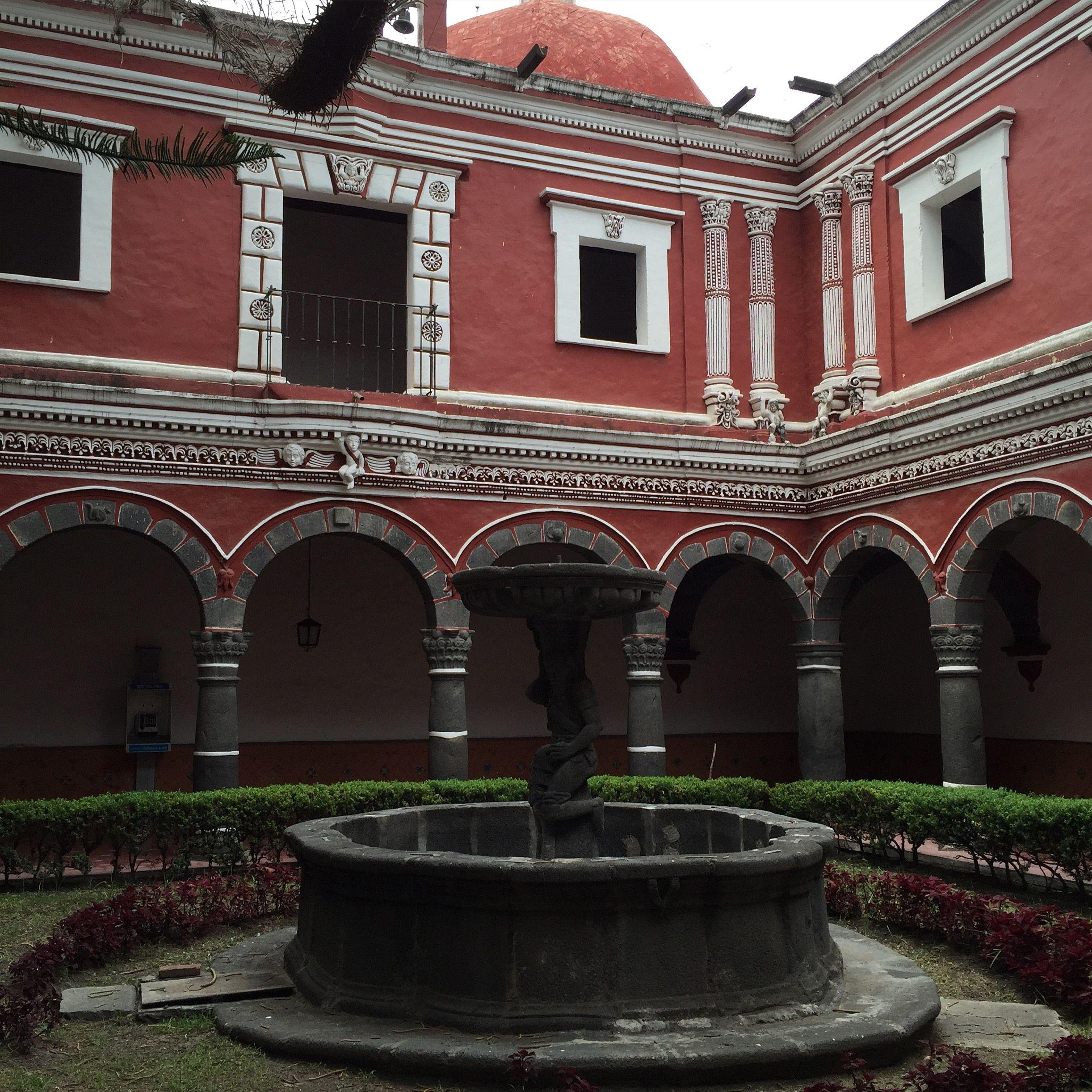 La Iglesia y Hospital de San Juan de Dios tiene uno de los patios más bellos del estado.