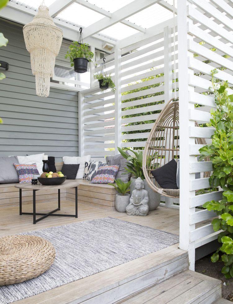 Madera Pintada Blanca Y Techo Traslucido Iluminan El Espacio Owl Outdoor Rooms Patio Outdoor Spaces
