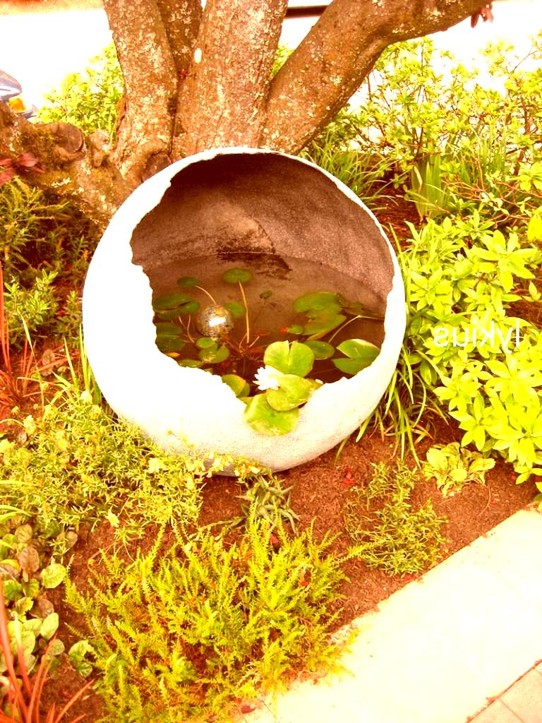 Geschenk Garten Garten Kugel Aus Beton Mit Teich Fr In 2020
