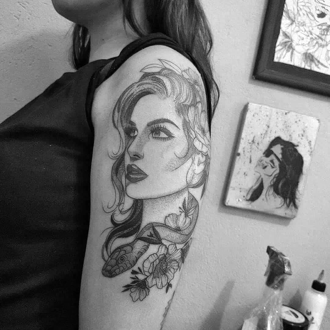 Boa tarde 🤙🏼 Dúvidas e orçamentos Através do WhatsApp: 96289-4532 #rastelado #rasteladotattoo #girl #blackandgreytattoo #dotwork #blacktattoo #blackwork #dotworktattoos #pontilhismotattoo #roses #rosetatto #snaketattoo #snake#tattoolife #tattooed #tattoostyle #tattoos #tattooart #dotworktattoos #eletrickinkmachine #tattoobr #dotworktattoo #blacktattoo #tattoo #sp