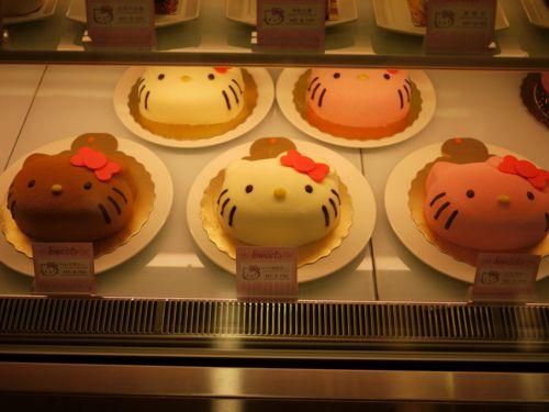 キティケーキ Kitty shaped cake