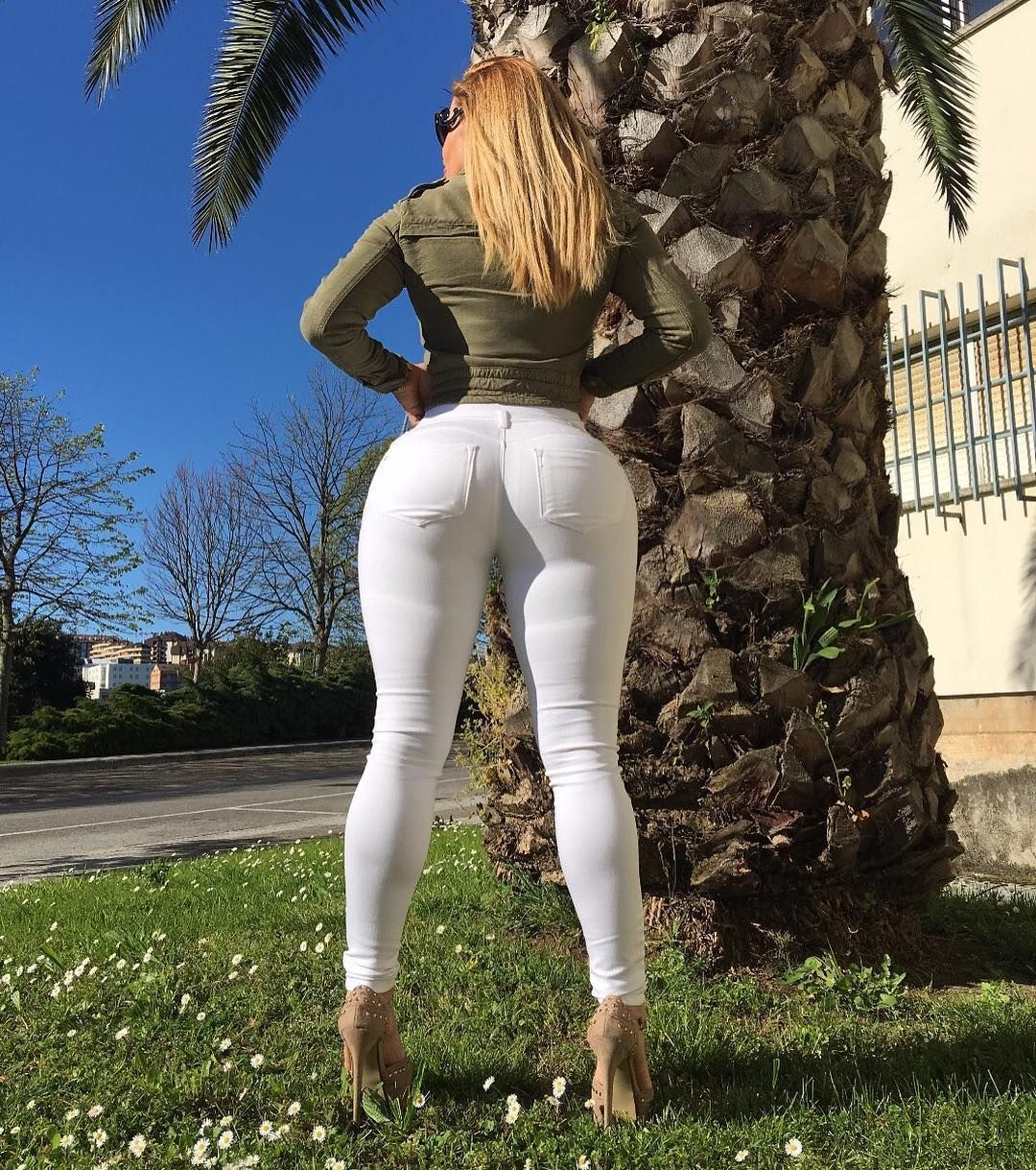 Topless Hacked VIctoria Lomba naked photo 2017