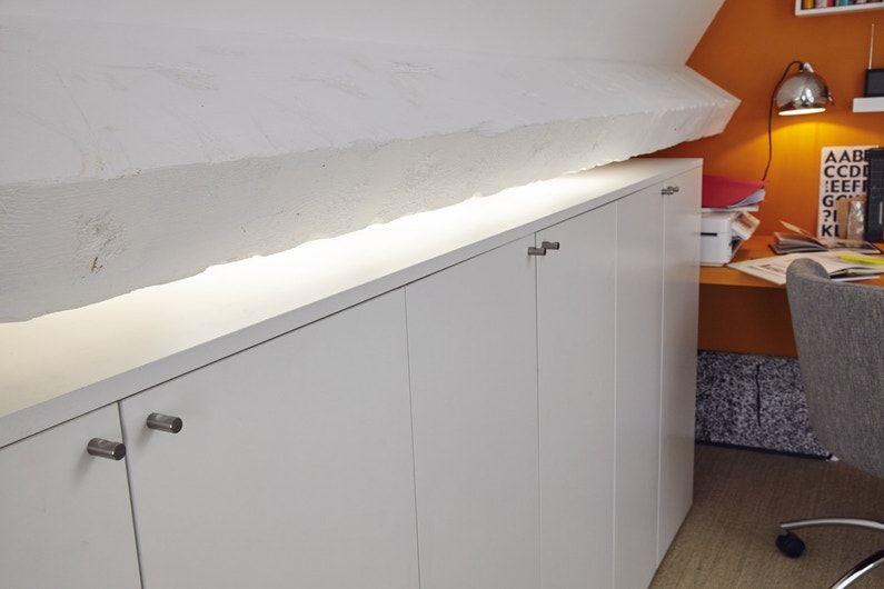 Des Rangements Organises Dans La Sous Pente Du Bureau Leroy Merlin Avec Images Rangement Mobilier De Salon Solutions De Rangement