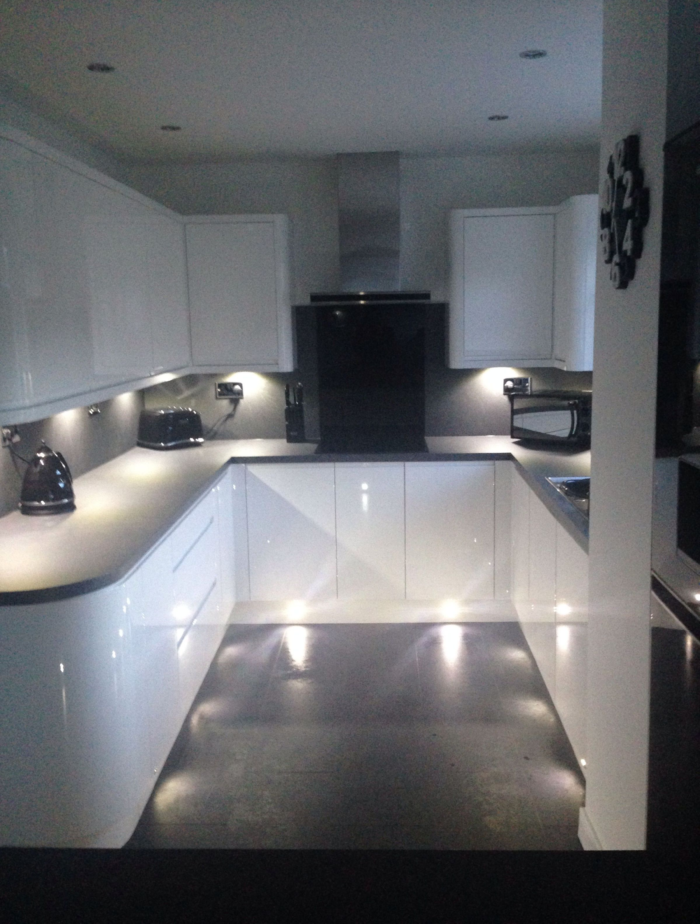Beautiful Kitchen Pictures White Gloss Handless Wren Kitchen With