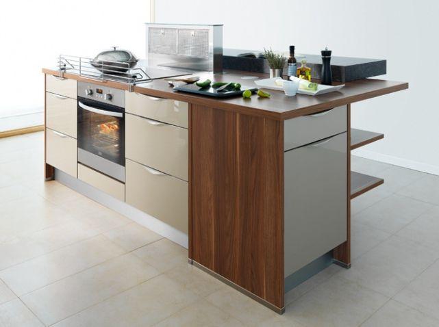 plaque de cuisson four hotte escamotable bar sur lev et rangement multiples ilot cuisine. Black Bedroom Furniture Sets. Home Design Ideas