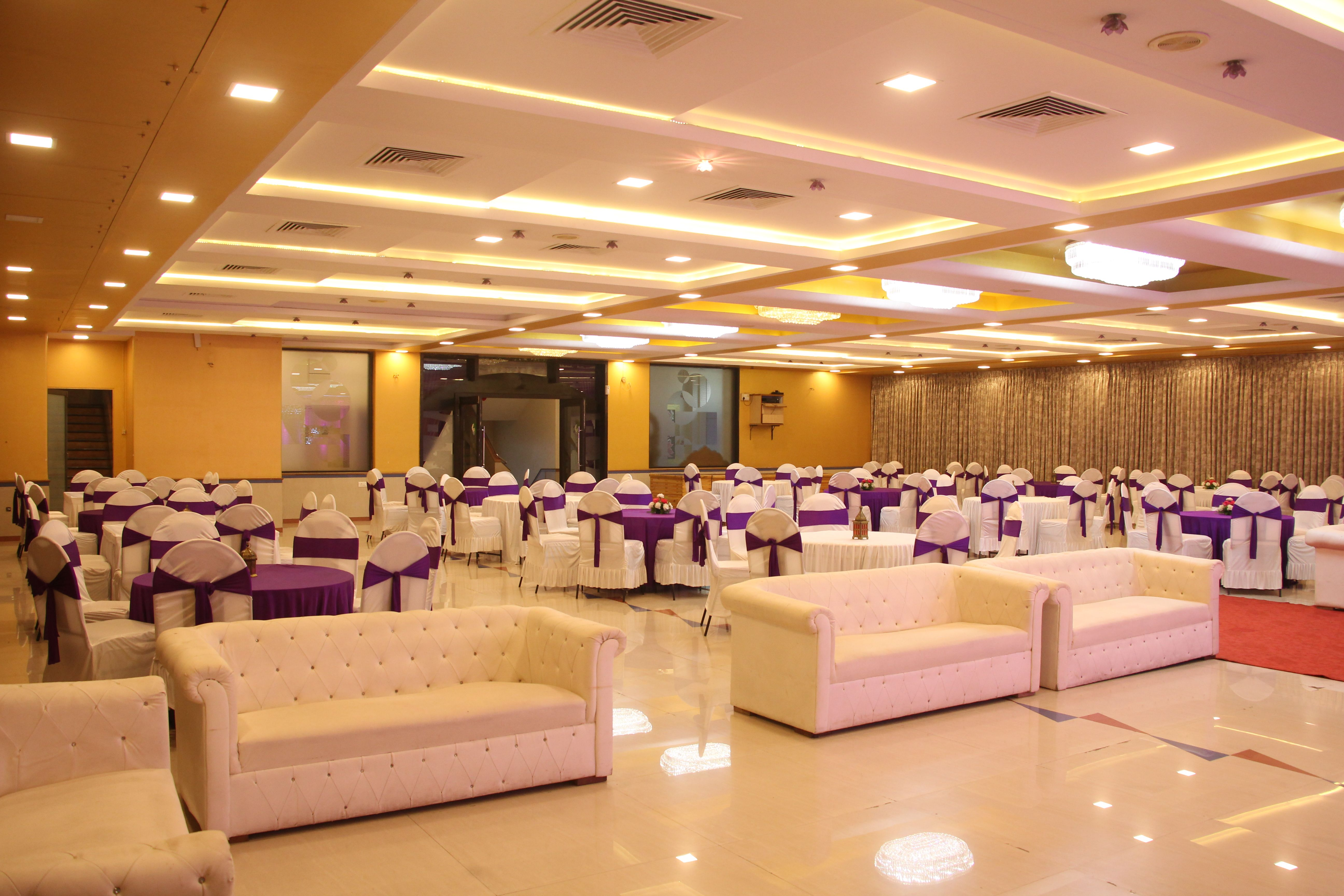 Banquet Hall Interior Designing Projects At Hotel Meenal Residency Kota For Top Banquet Hall Interior Designi Hall Interior Design Hall Interior Banquet Hall