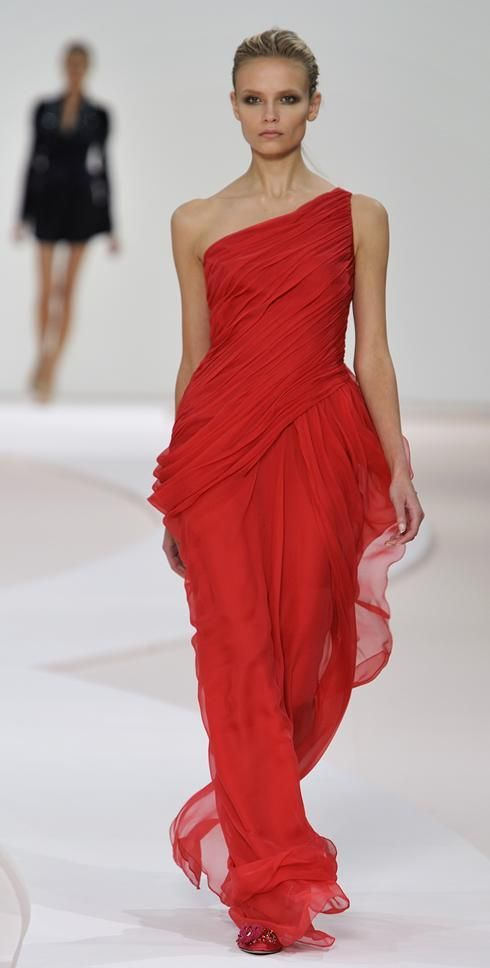 Valentino 2007  Roman Stola and draping is like the remnants of a palla falling.